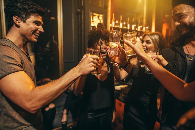 Ночные клубы традиционно самые популярные места для знакомства на курорте.
